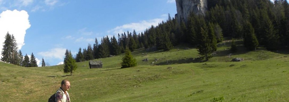 Din Tulghes, pe Munții Bistriței, la Pietrele Comarnicului și a Șoimului