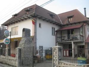 foto: http://www.cazarelapensiune.ro/cazare-valea-oltului-pensiuni/horezu/galerie-foto-pensiunea-la-calul-balan-1837